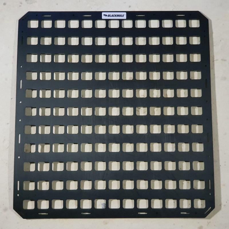 Несущая панель для сидения в комплекте с креплением (13х11 ячеек), 54.5x58.5см